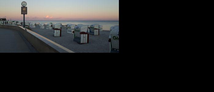 Ferien Grömitz Ferienwohnung Urlaub Promenade Strandkörbe Strandkorb Abend
